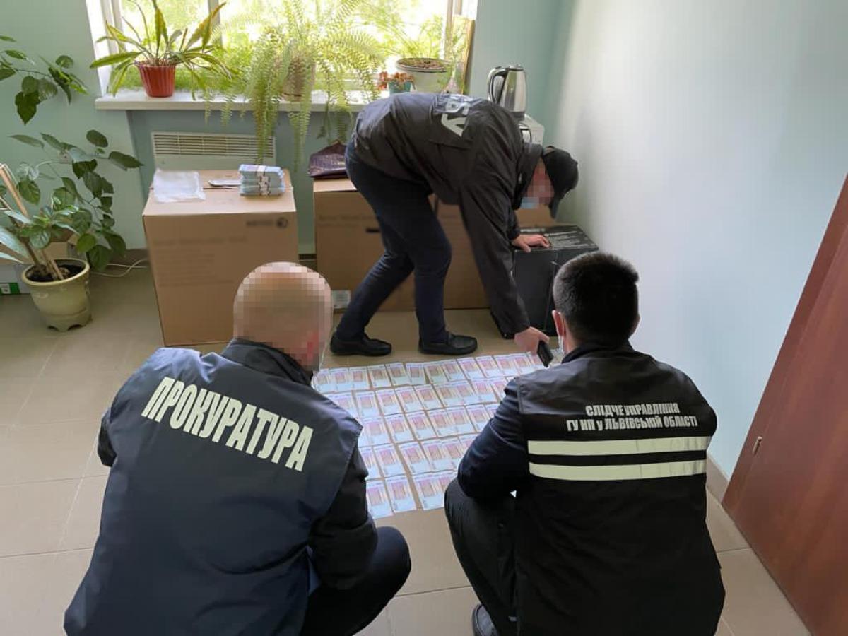 Отримав 1 мільйон гривень: керівник філії Нафтогазу незаконно підключав  підприємців до електромережі (Фото). Читайте на UKR.NET